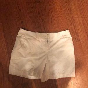 """Loft white shorts size 2 6"""" inseam"""
